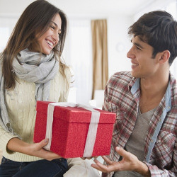 7 Romantic Gift Ideas For Girlfriend That show Your Love