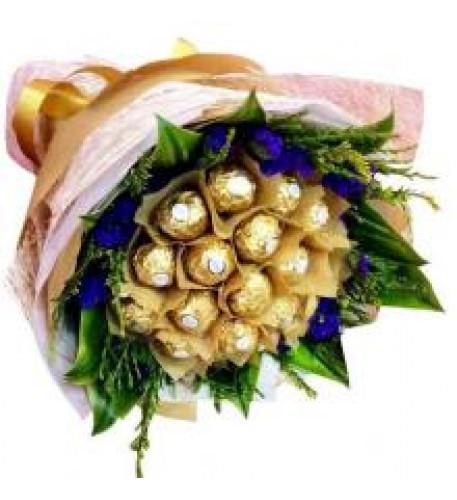 Ever Green Ferrero Bouquet