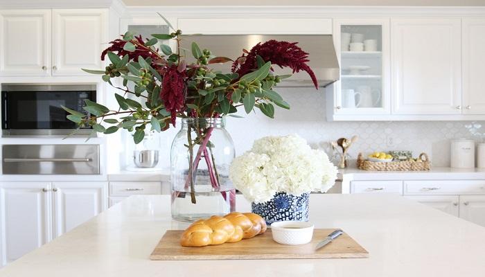 flowers_in_kitchen